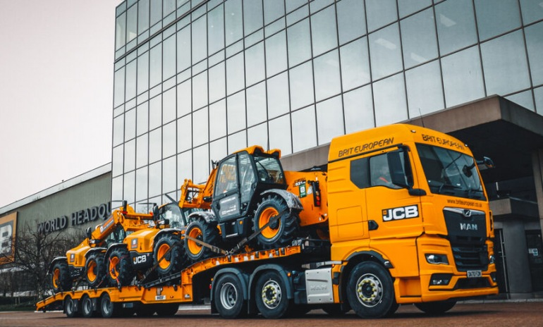 UK'S BIGGEST TELEHANDLER HIRER PLACES £26 MILLION LOADALL ORDER